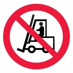 P07 Запрещается движение средств напольного транспорта