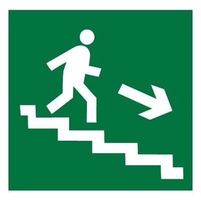 E13 Направление к эвакуационному выходу по лестнице вниз (правосторонний)